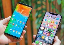 """Apple và Samsung """"tự bắn chân mình"""""""