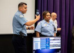 Cảnh sát Chicago sử dụng giải pháp Samsung DeX trên xe tuần tra