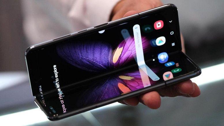 Trong khi Samsung sáng tạo sản phẩm mới, Apple chỉ nâng cấp?