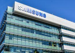 """Intel """"cầu cứu"""" Samsung giúp sản xuất CPU máy tính do nguồn cung thiếu hụt"""