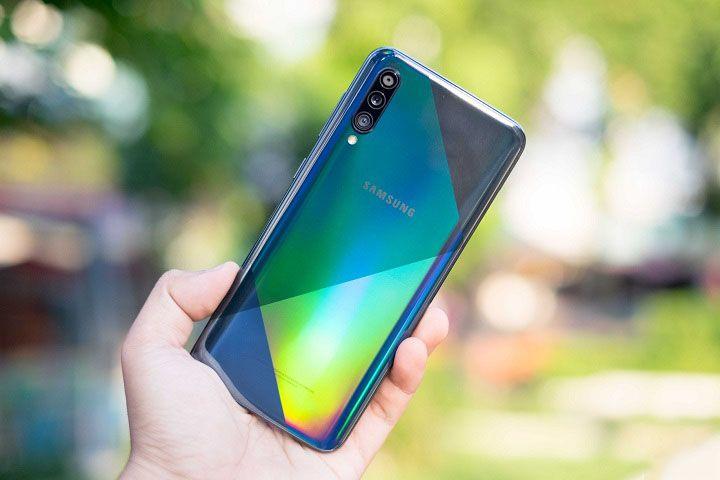 """3 smartphone Samsung đang có giá """"siêu tốt"""""""