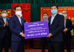 Samsung Việt Nam tặng 6.000 bộ đồ bảo hộ y tế trị giá 1,5 tỷ đồng cho tỉnh Thái Nguyên