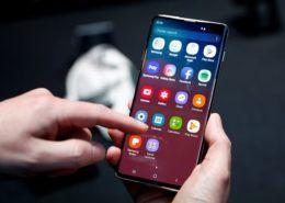 Người dùng Samsung sẽ phải xem quảng cáo 15 giây nếu muốn mở khóa màn hình?