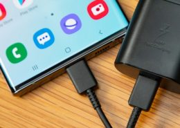 Samsung có thể sẽ bán riêng củ sạc điện thoại vào năm tới