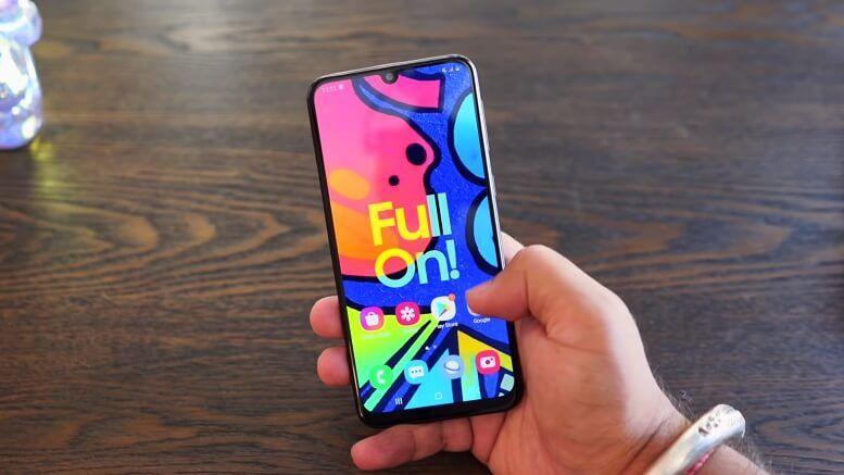 Galaxy F41 lộ diện rõ nét trên tay người dùng mặc dù chưa ra mắt