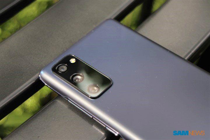 Đập hộp và trên tay Galaxy S20 FE: chiếc flagship dành riêng cho fan Samsung