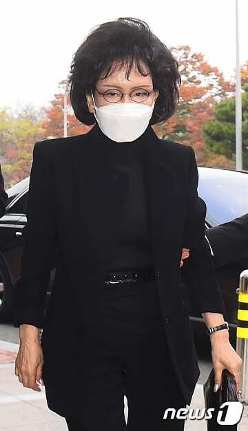 Lễ tang đưa tiễn chủ tịch Samsung về nơi an nghỉ cuối cùng: Gia quyến thất thần