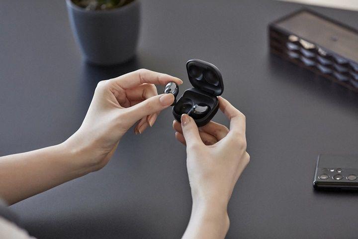 """Trên tay """"siêu phẩm"""" tai nghe không dây mới của Samsung: Galaxy Buds Pro"""